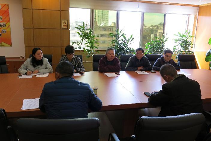 """中心党总支召开""""三严三实""""专题组织生活会"""