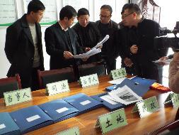 县委常委政法委书记杨宝钧深入下寺湾镇宣讲十八届六中全会精神