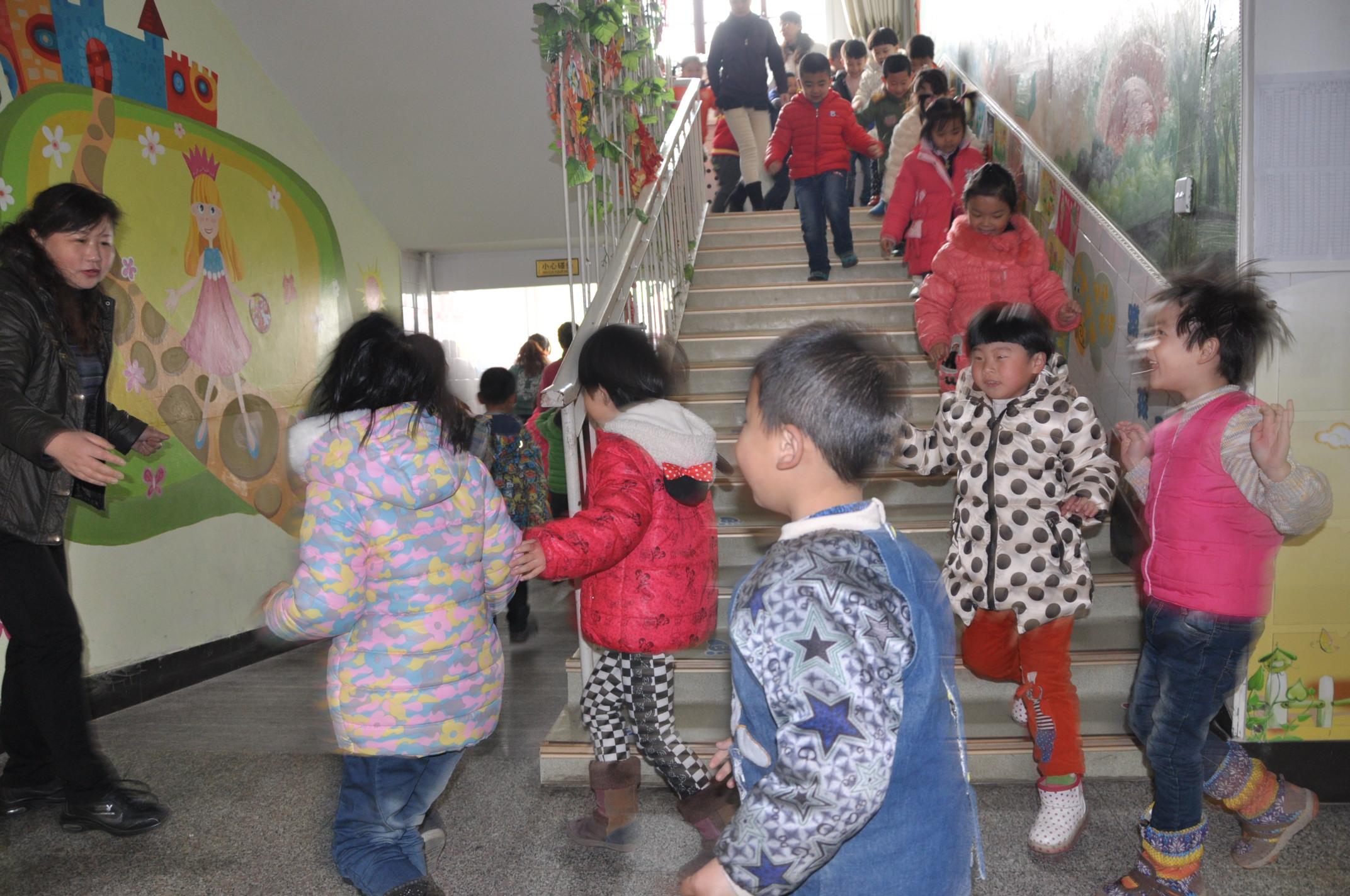 道北幼儿园地震安全应急疏散演练报道