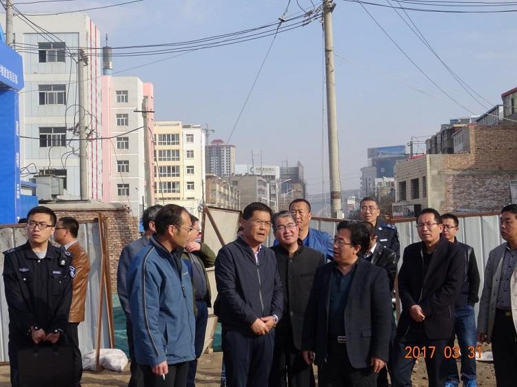 安定区蒋焱副区长带队检查空气自动监测站点周边拆迁现场扬尘污染防治工作
