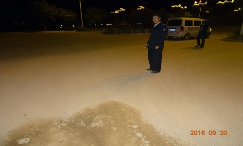 安定区夜间突击检查渣土运输车辆